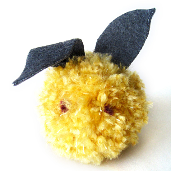 How To Make a Simple DIY Handmade Easter Spring Fat Pom Pom Bunny