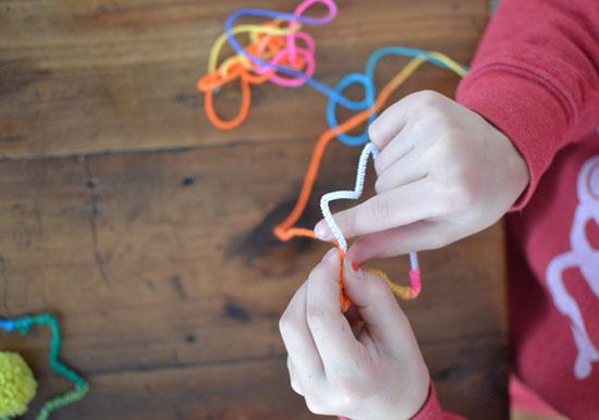 DIY yarn star ornaments ~ holiday craft | small for big
