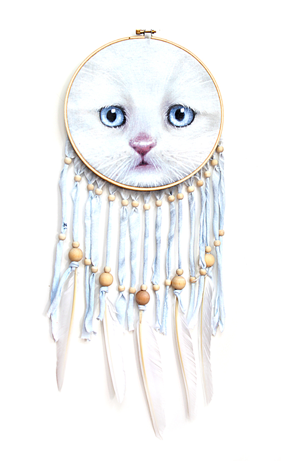 upcycled t-shirt dreamcatcher diy craft project - embroidery hoop crafts - dreamcatchers with wood beads